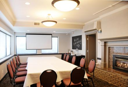 Comfortable meeting space with on-site catering and audio-visual services.