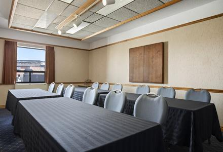 Meeting facilities to accommodate up to 25 people.