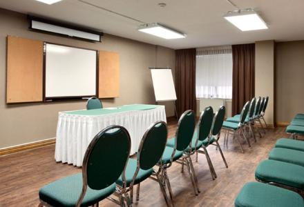 The Travelodge Barrie features meeting space to accommodate up to 50 people and on-site catering & audio/visual services.