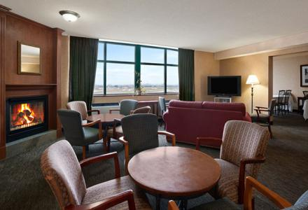 Executive lounge offers free continental breakfast and free evening snacks for guests on the executive floor.
