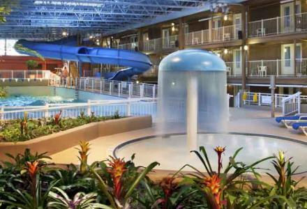 Ottawa hotel with indoor pool and waterpark. Park features a waterslide, wave pool, hot tub and kiddy pool.