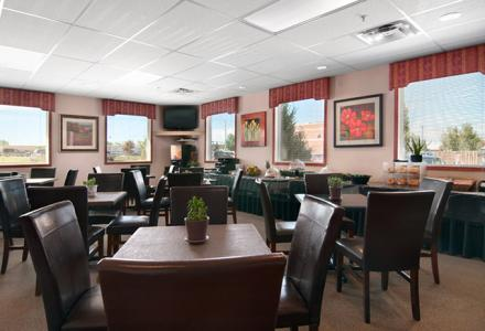 Guests will enjoy complimentary continental breakfast in the spacious and sunny breakfast room.  Served daily from 6:00am - 10:00am.