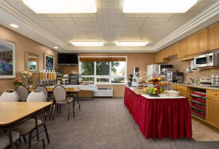 Guests will enjoy the deluxe continental breakfast, served daily from 6:00am - 10:00am.