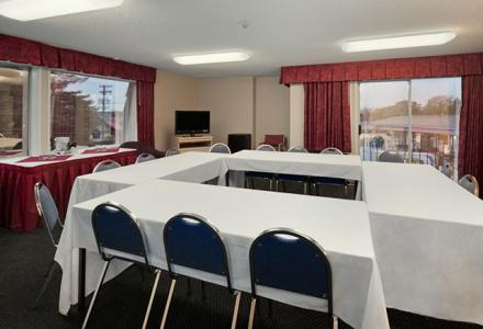 450 sq ft; 15 ppl boardroom style, 12 ppl classroom style, 25 ppl theatre style. Whiteboard, flipchart, projector & plasma TV.