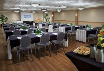 Meeting facilities to accommodate 20-800 people, with on-site catering and audio/visual services. 
