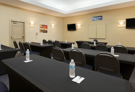 Small meeting room ideal for meetings, receptions, weddings and gatherings.  650 sq feet with onsite catering services available.