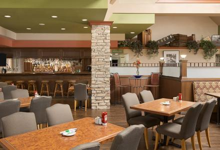 On-site Pantry Restaurant & Lounge is on-site and the perfect spot for breakfast, dinner or drinks. Open daily 7:00am – 9:00pm.