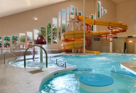 Guests will enjoy the indoor waterpark with pool, hot tub, waterslide and wading pool.