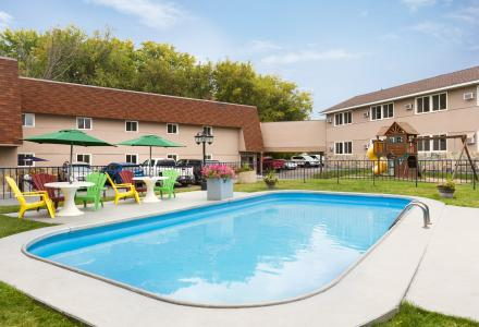 Heated outdoor pool, open 8:00am - 10:00pm, seasonally.