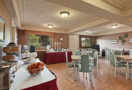 Free continental breakfast, daily from 6:00am - 10:00am in our beautiful breakfast room.