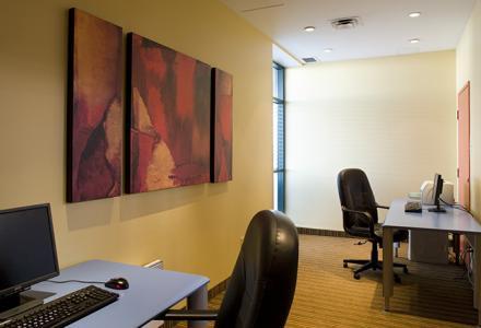 Centre d'affaires disponible 24 heures par jour.