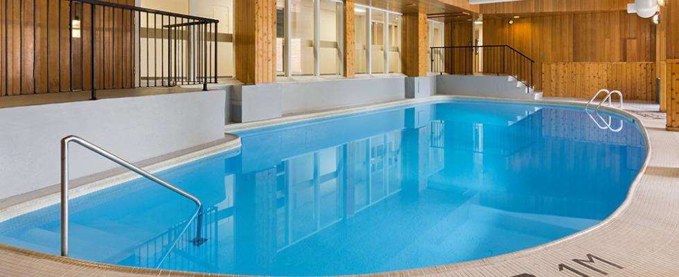 Thunder Bay Hotel with pool
