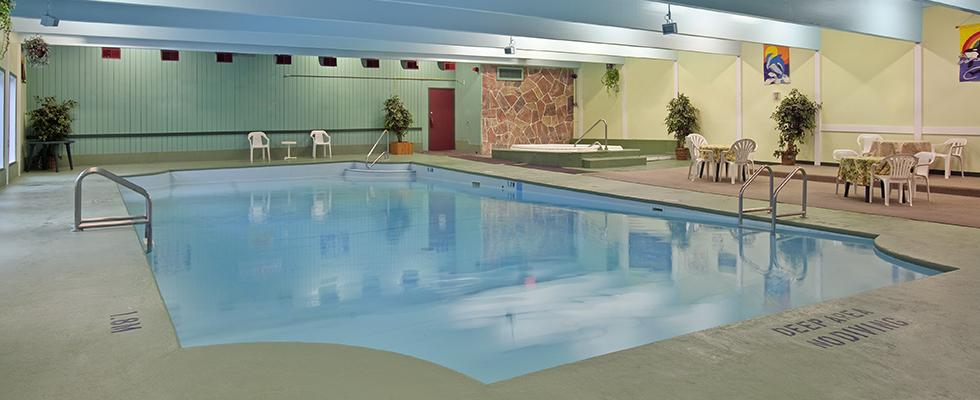 Kenora hotel with pool
