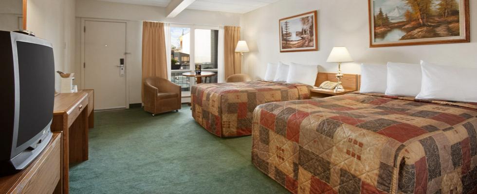Niagara Falls hotel with pool